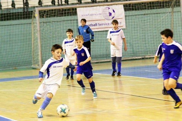 Pred rokom vo finále Čeľadice (v modrom) porazili Výčapy-Opatovce.