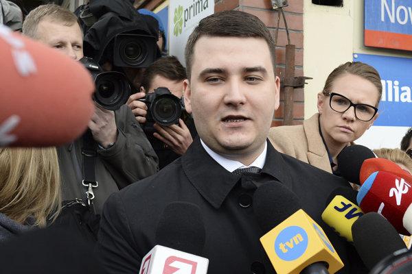 Bartlomiej Misiewicz ešte ako hovorca ministra obrany Antoniho Macierewicza v roku 2017.