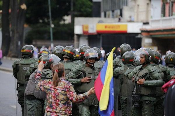 Ktorú stranu si vyberie venezuelská armáda?
