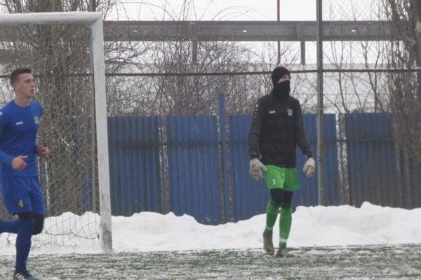 Sedemnásťročný brankár Matej Hudák si v nedeľu pripísal dva góly medzi seniormi. Virtuálne.