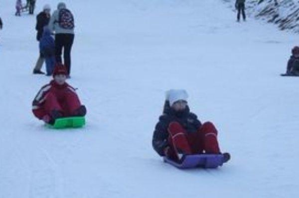 Lyžiarske stredisko na Opalisku nevyhľadávajú len lyžiari a snowboardisti, ale aj tí, ktorým sa páči spúšťanie na boboch.