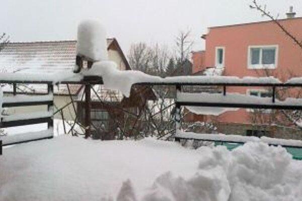 Ľudia, ktorým život znepríjemňuje mráz a haldy snehu pred domami a na balkónoch, nechcú ani veriť, že vo vyšších horských polohách je oveľa príjemnejšie počasie.