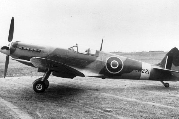 Stíhačka Spitfire bola symbolom RAF počas 2. svetovej vojny.