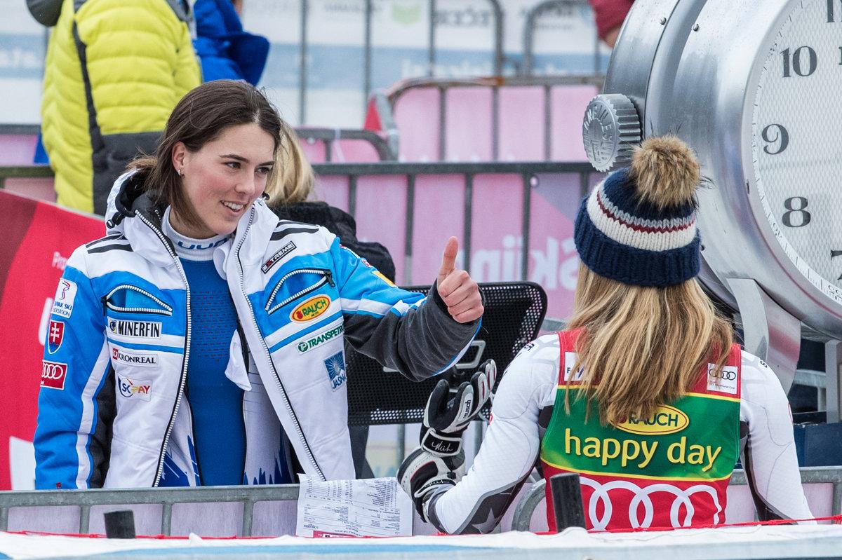 Petra Vlhová gratuluje Mikaele Shiffrinovej. 28aceabc4aa