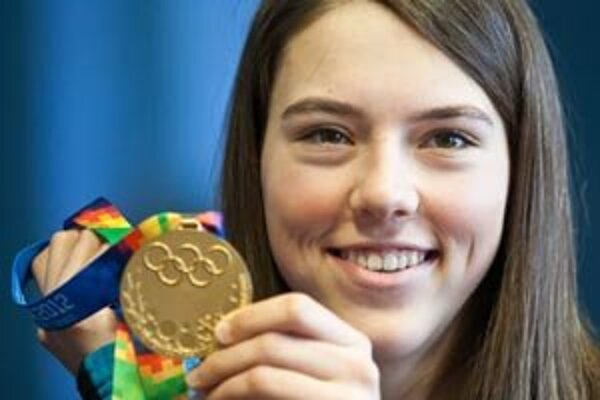 Petra Vlhová. Úspešná lyžiarka s medailou z  I. mládežníckych Zimných olympijských hier.