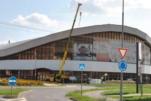 Práce na oprave strechy zimného štadióna prebiehali na rozhraní júla a augusta 2016.