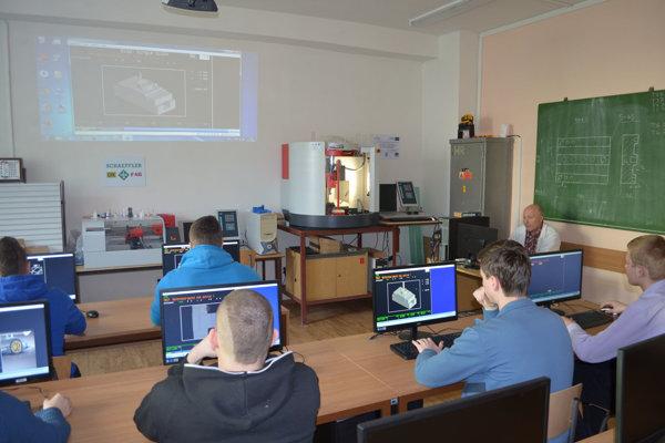 Absolventi Strednej priemyselnej školy informačných technológií vKysuckom Novom Meste majú široké uplatnenie vpraxi.