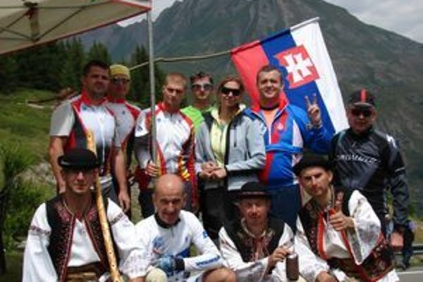 Spoločná fotografia z nezabudnuteľného týždňa na alpských etapách Tour de France.