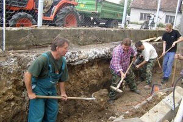 Slávnemu Slovákovi skultúrnili okolie jeho krypty.