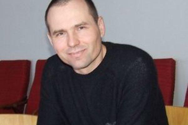 Pavel Ižarik sa taekwondu venuje už sedemnásť rokov, v roku 1995 sa stal majstrom Slovenska.