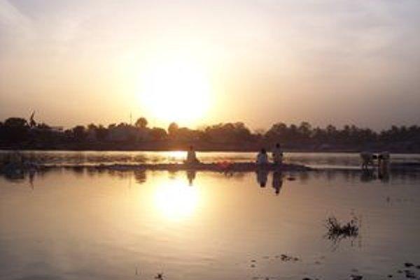 Západ slnka nad Gangou.