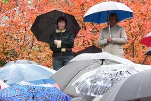 Intenzívne dažde v posledných dňoch skúšajú nielen ľudí, ale najmä vodohospodárov. Tí majú situáciu pod kontrolou.