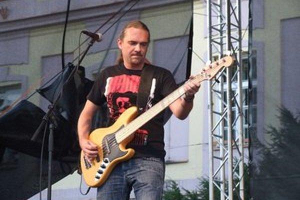 Dnešný koncert má v rukách hudobná skupina Rebro.