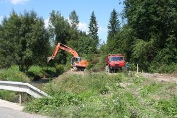 Čistiareň odpadových vôd v Dúbrave by mala byť hotová do konca roka. Už k nej robia prístupovú cestu.