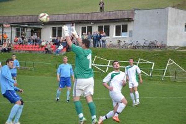 Prečín (v bielom) čaká zápas o postup do 4. ligy.