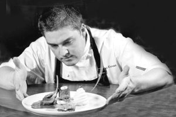 Na súťaži musel Roman Kováč dodržať stanovený časový limit na prípravu jedál.