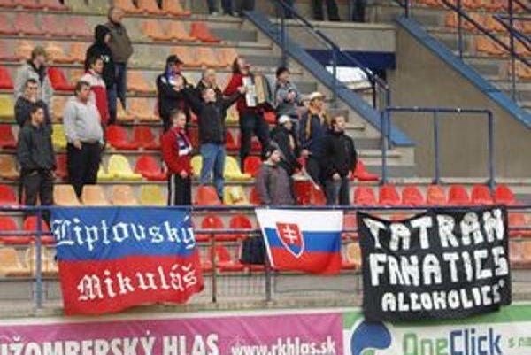 Mikulášskych futbalistov prišli na Ružomberský štadión povzbudiť aj skalný fanúšikovia.