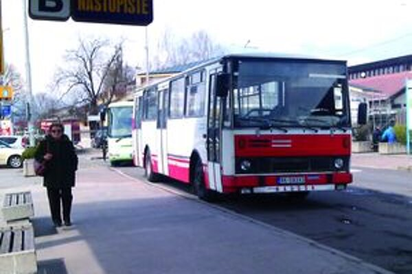 Za cestovný lístok na diaľkovej linke si cestujúci priplatia.