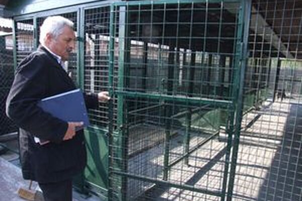Prevádzkový námestník Verejnoprospešných služieb Miloš Kollár v priestoroch novej karanténnej stanice.