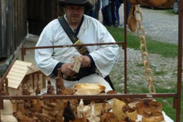 V Múzeu liptovskej dediny v Pribyline sa na Ovčiarskej nedeli prezentovali, okrem iných, aj rezbári s črpákmi.