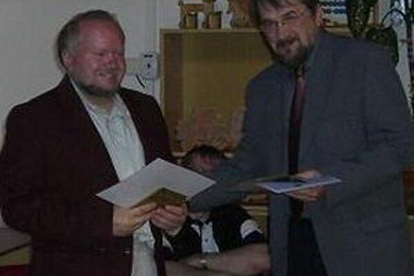 Peter Vrlík (vľavo) a Peter Mišák sú autormi jednej z ocenených kníh - Povesti z Liptova.
