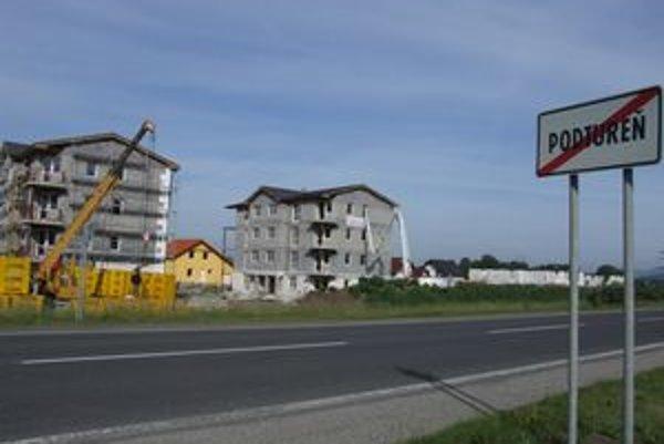 V Podturni sú dve bytovky pred dokončením, ďalšie tri začali stavať.