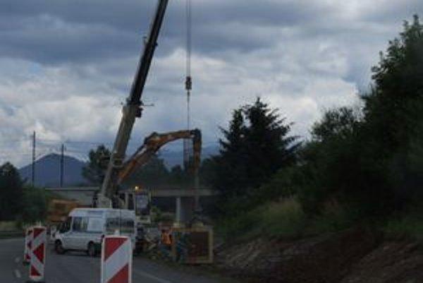 Stavebné práce na diaľnici pri Liptovskom Michale sú v plnom prúde. Stenu by mali dokončiť ešte v tomto roku.