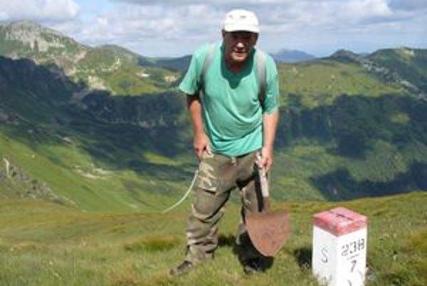 V blízkosti poľskej hranice našiel Pavel Ballo viackrát pytliacke náčinie.