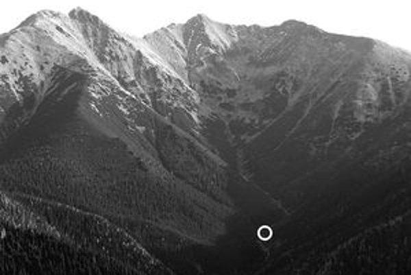 Dolina Parichvost, v krúžku miesto, kde stála koliba.