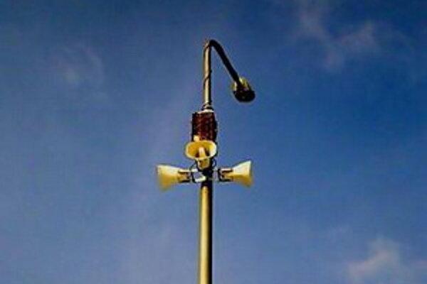 Moderný mestský rozhlas inštalujú na stožiaroch verejného osvetlenia.