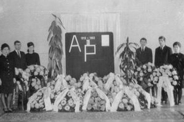 V Pruskom sa s  Petrom Antoškom naposledy  rozlúčili  študenti, pedagógovia a  zamestnanci školy.