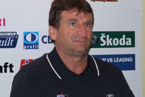Tréner Ladislav Spišiak po dnešnom zápase počas stretnutia s novinármi.