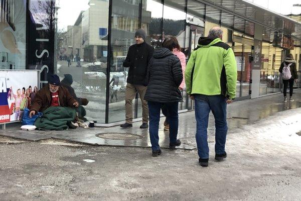 Ostávajú na ulici.