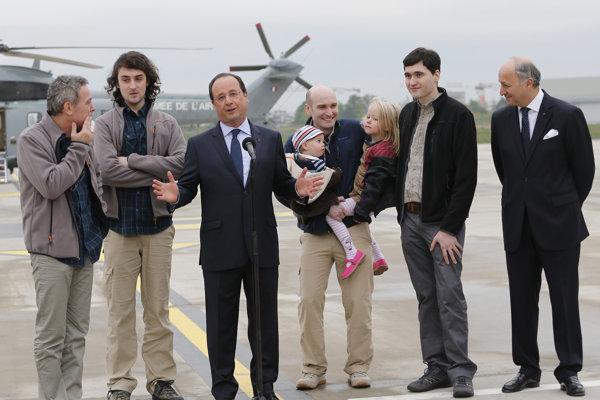 Archívna snímka z roku 2014, keď sa Didier Francois, Edouard Elias, Nicolas Henin a Pierre Torres vrátili do vlasti.