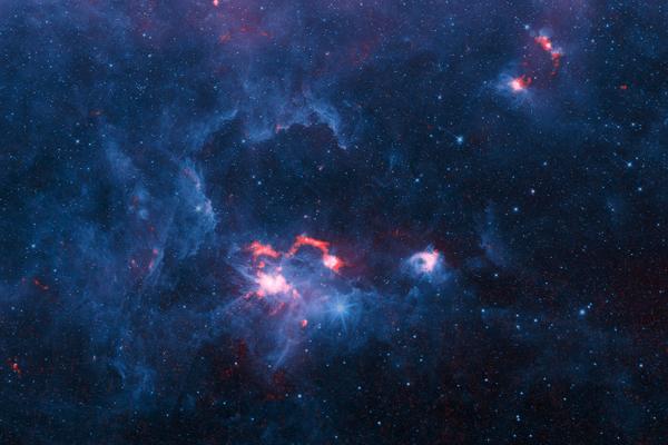 Červené údaje na mape pochádzajú z teleskopu APEX, modré boli zachytené v kratších vlnových dĺžkach Spitzerovým vesmírnym ďalekohľadom od NASA. Slabšie červené štruktúry zaznamenal satelit Planck.