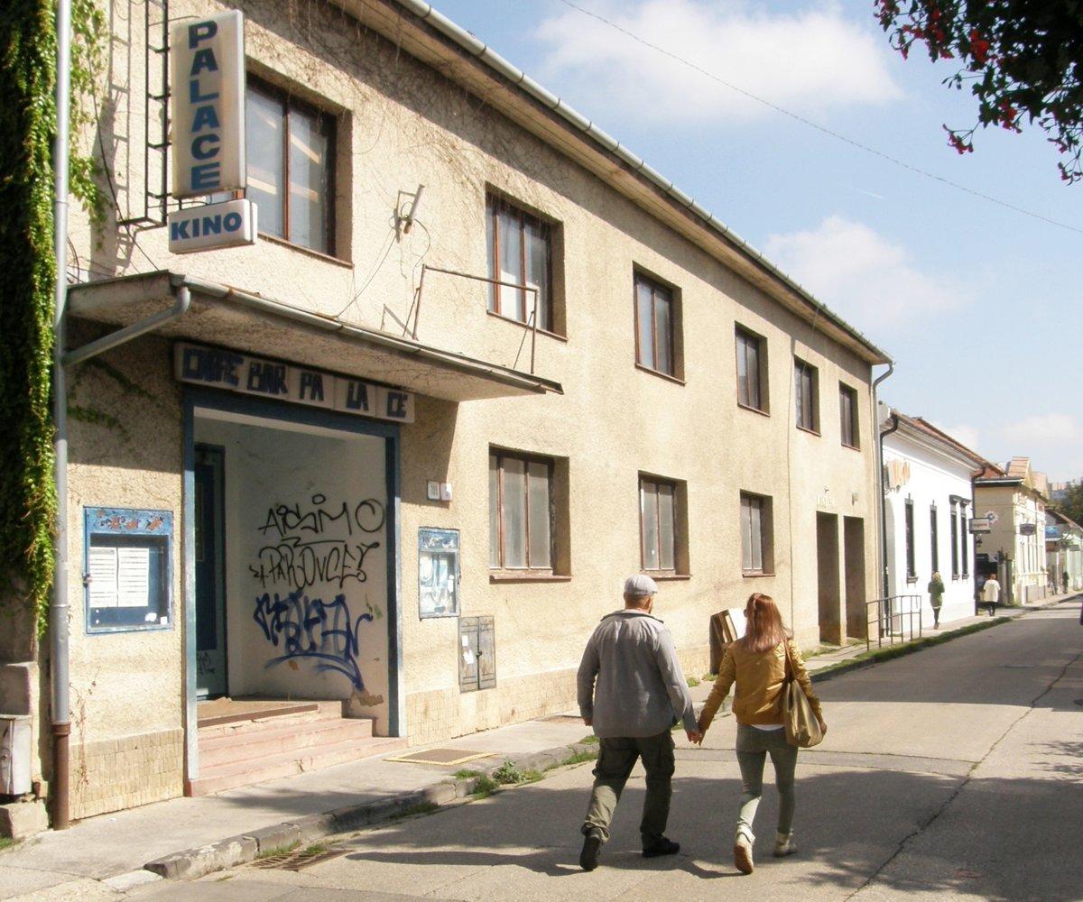 b66798a96 Súčasťou kreatívneho centra má byť aj bývalé kino Palace na Radlinského  ulici.