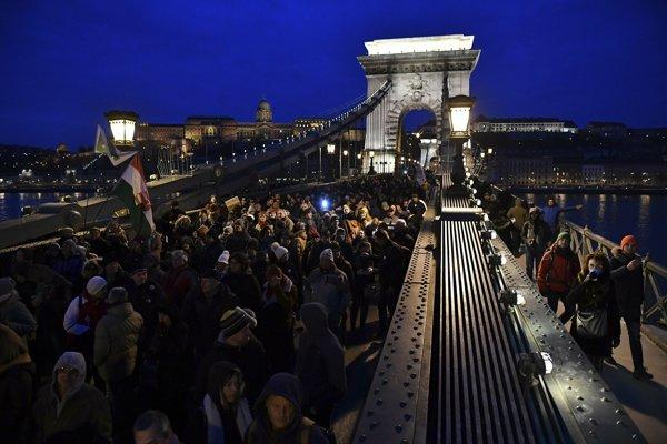 Blokáda má podľa plánov organizátorov trvať až do polnoci.