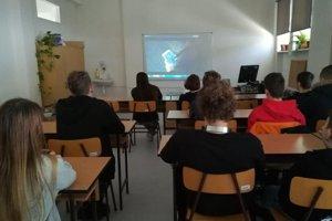 Prednáška o problematike na banskobystrickom gymnáziu.