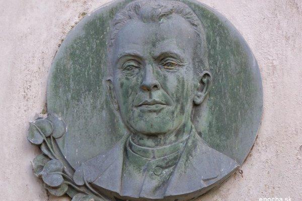 Portrétny reliéf J. Závodského z náhrobníka v Marianke, február 2008.