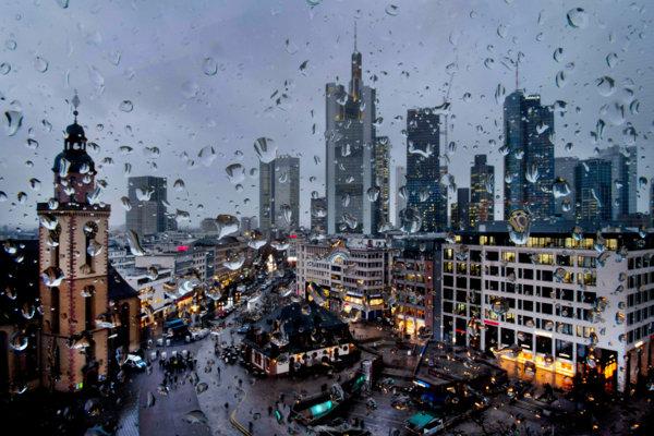 Budovy bankového dištriktu vo Frankfurte (ilustračné foto).