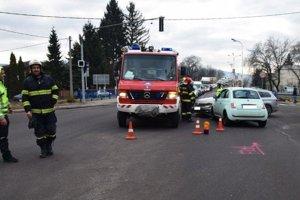 Policajti hľadajú svedkov tejto nehody v Prievidzi.