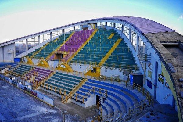 Zimný štadión v Prešove počas opravy.