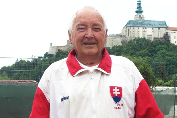 Štefan Varchulík je šampión medzi tenisovými veteránmi.