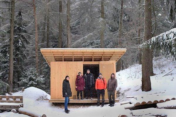 Útulňa ponúka miesto na prenocovanie pre päť ľudí.