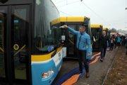 Nové autobusy krstil počas dňa otvorených dverí v DPMK bývalý námestník primátora Martin Petruško (Smer).