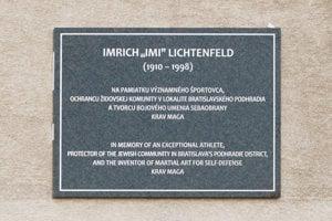 Pamätná tabuľa v Bratislave pripomína Imiho Lichtenfelda, zakladateľa umenia sebaobrany krav maga.