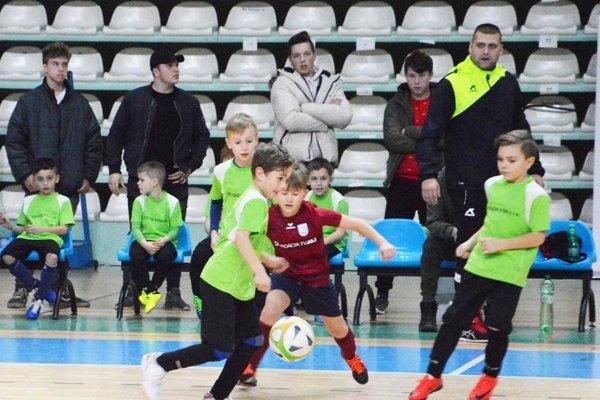 Z víťazstva na turnaji sa tešili chlapci z Cabaja-Čápora.