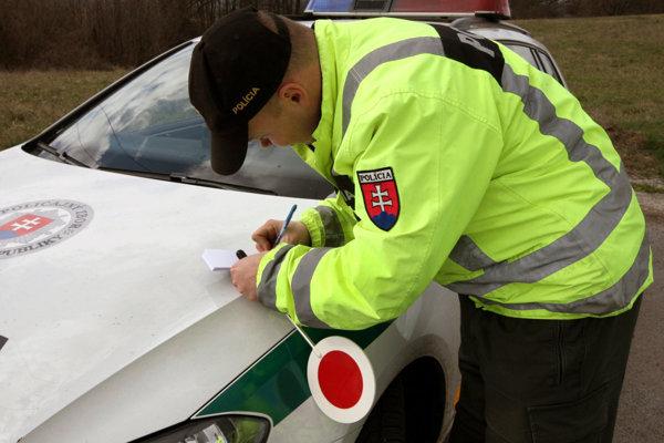 V 8. týždni zaevidovala polícia na cestách v kraji 30 podgurážených vodičov.