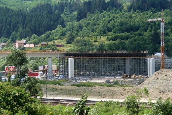 Mostný objekt na úseku stavby D3 Čadca, Bukov - Svrčinovec v júni 2018.