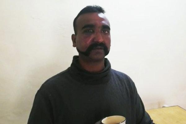 Indický pilot zadržiavaný v Pakistane.